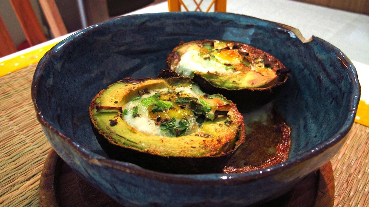 ביצה בקן אבוקדו