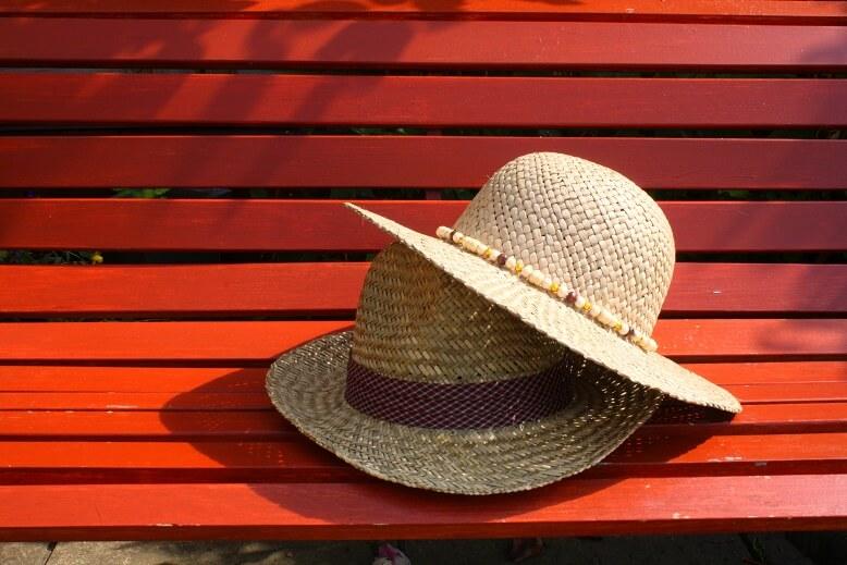 כובעים בשמש