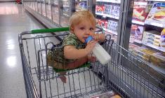 ילד בסופרמרקט