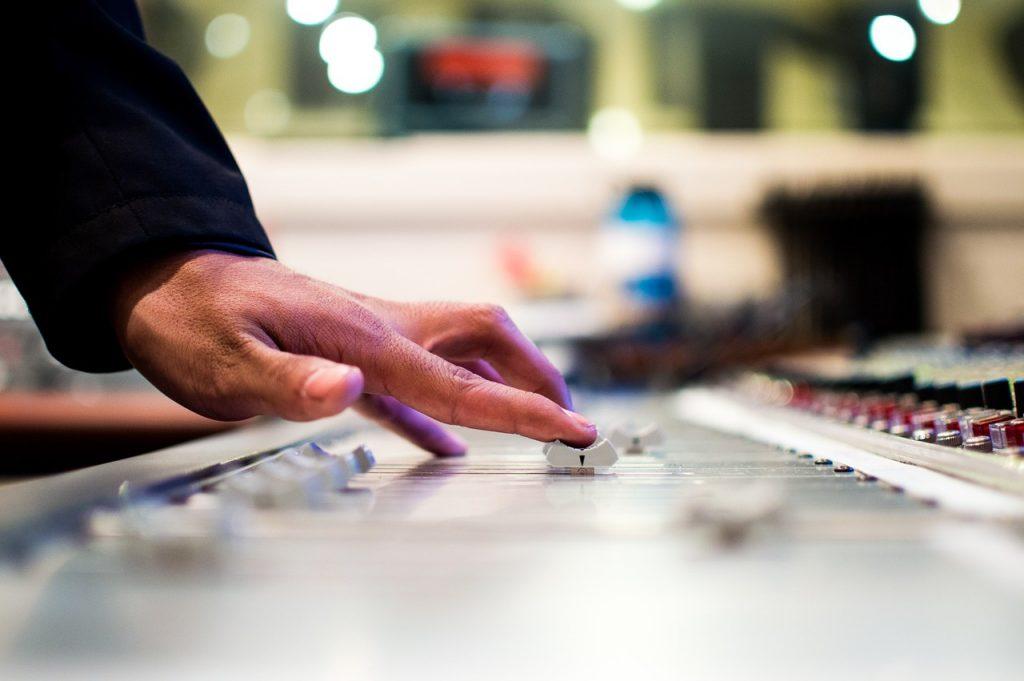 דיג'יי מכוון מוזיקה